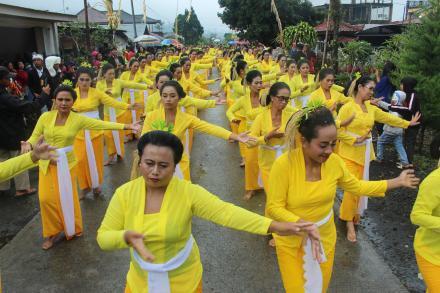 Perayaan HUT Desa Pancasari yang Ke-54, Sempat Diguyur Hujan Masyarakat Tetap Antusias